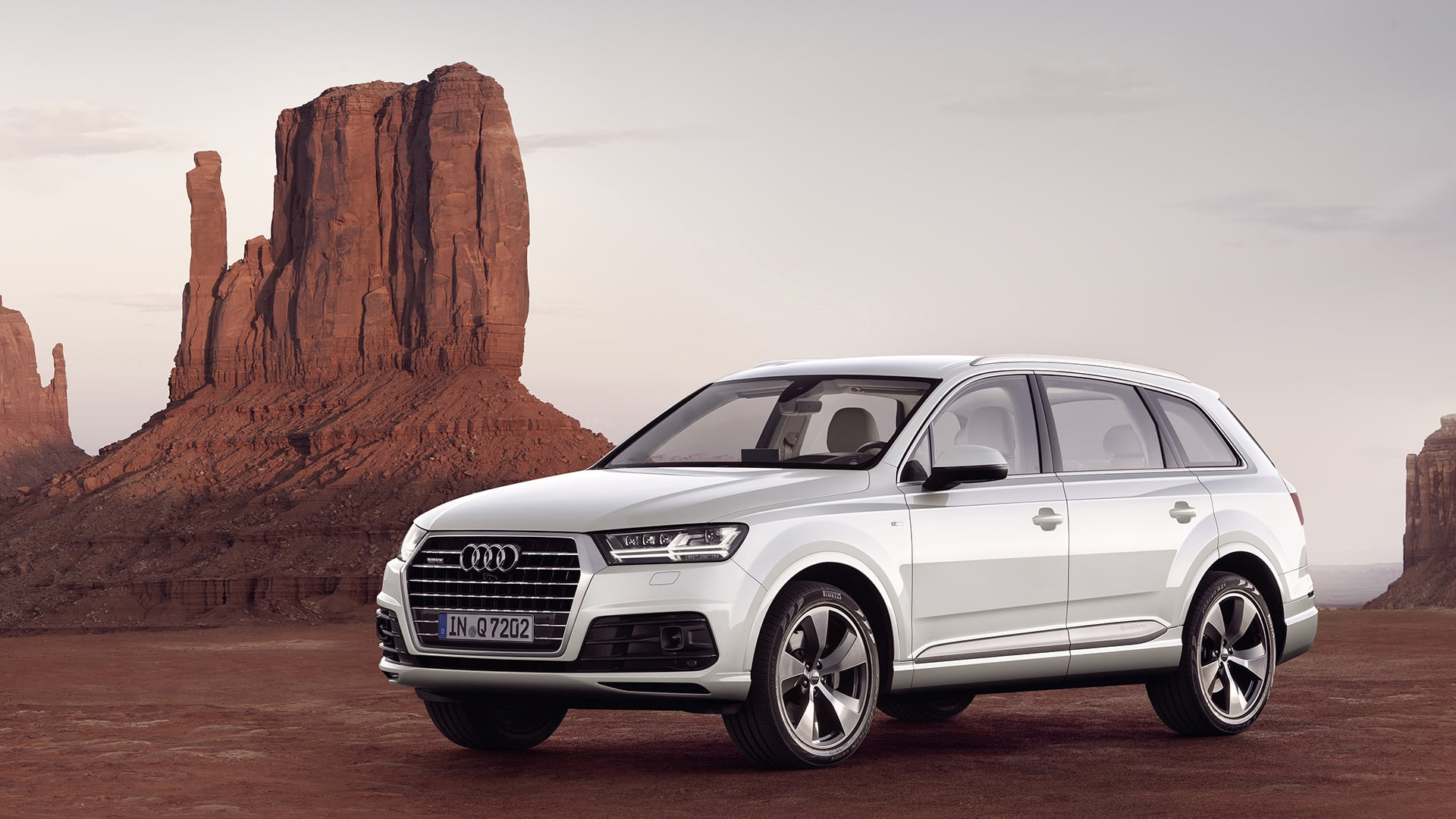 Audi Q7 в пустыне скачать